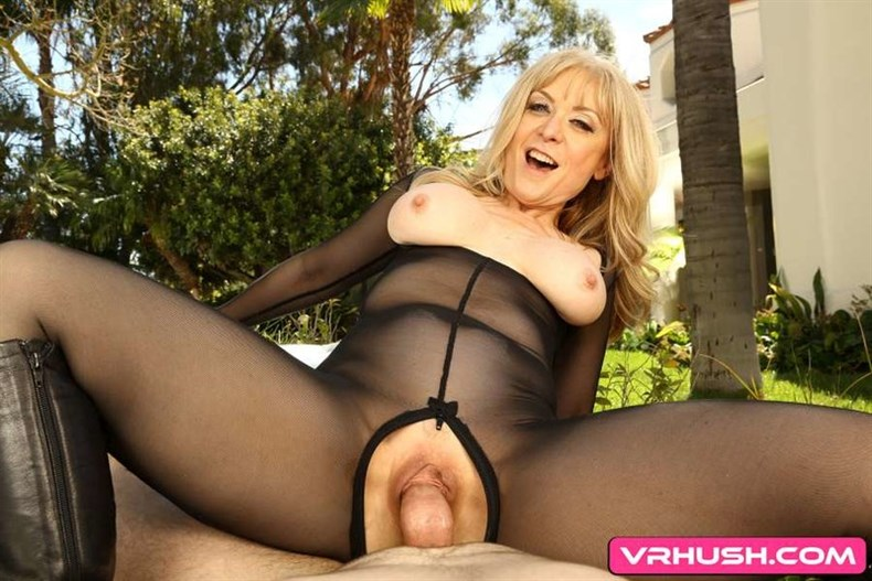 Nina Hartley Delivers Confidence in a Big Way (GearVR)